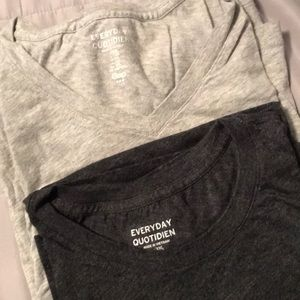 2 Men's gray XXL Gap T-shirt's